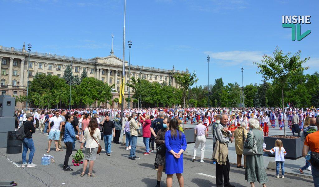В Николаеве 100 хоров спели гимн Украины на Соборной площади (ВИДЕО и ФОТО) 25