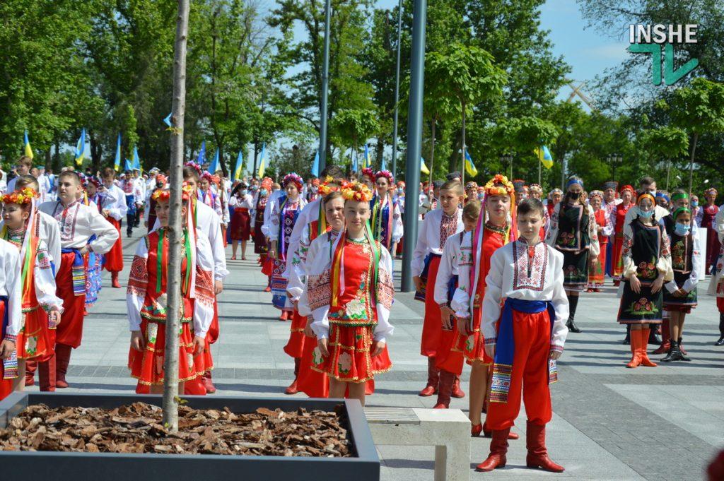 В Николаеве 100 хоров спели гимн Украины на Соборной площади (ВИДЕО и ФОТО) 27