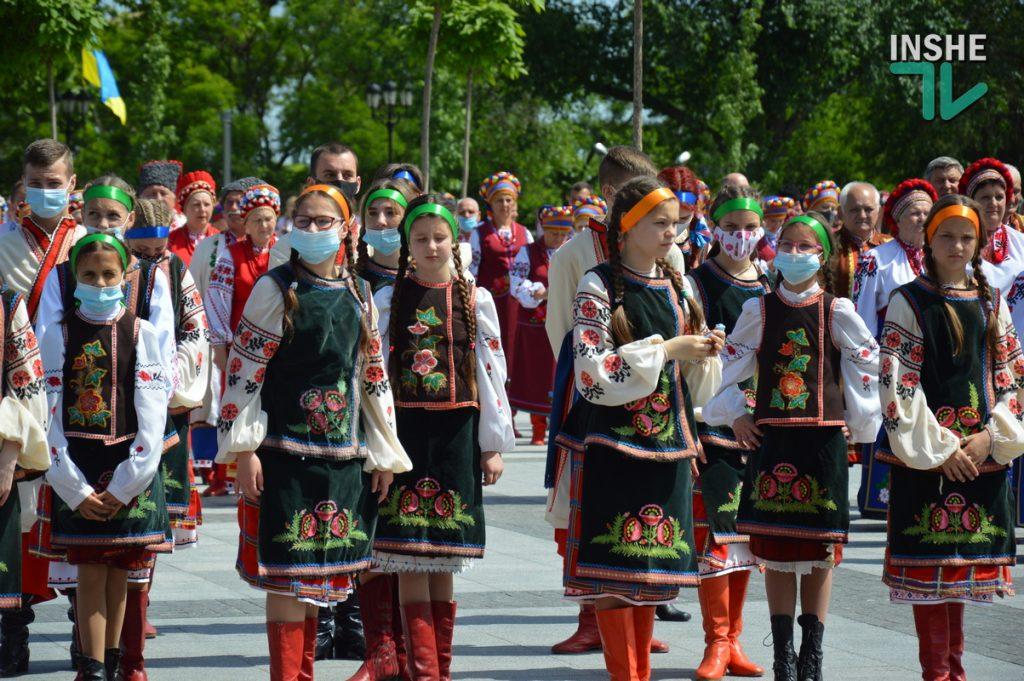 В Николаеве 100 хоров спели гимн Украины на Соборной площади (ВИДЕО и ФОТО) 29