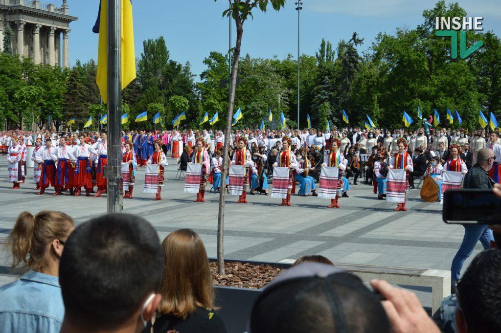 В Николаеве 100 хоров спели гимн Украины на Соборной площади (ВИДЕО и ФОТО) 31
