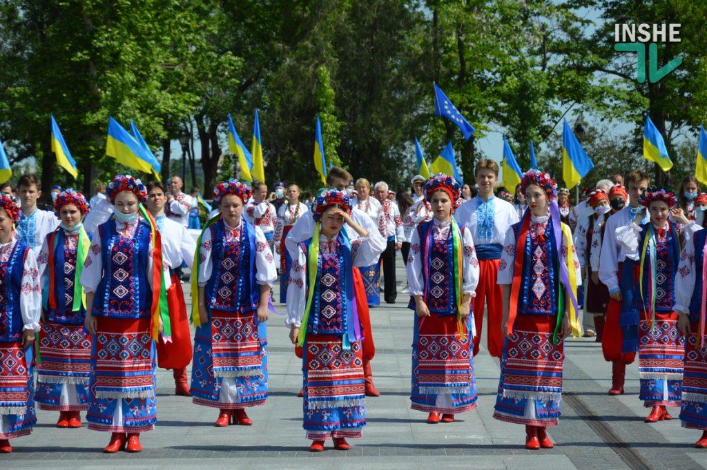 В Николаеве 100 хоров спели гимн Украины на Соборной площади (ВИДЕО и ФОТО) 33