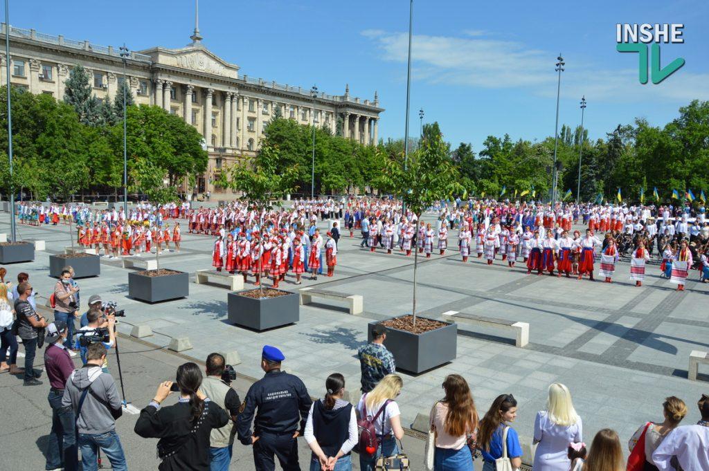 В Николаеве 100 хоров спели гимн Украины на Соборной площади (ВИДЕО и ФОТО) 35