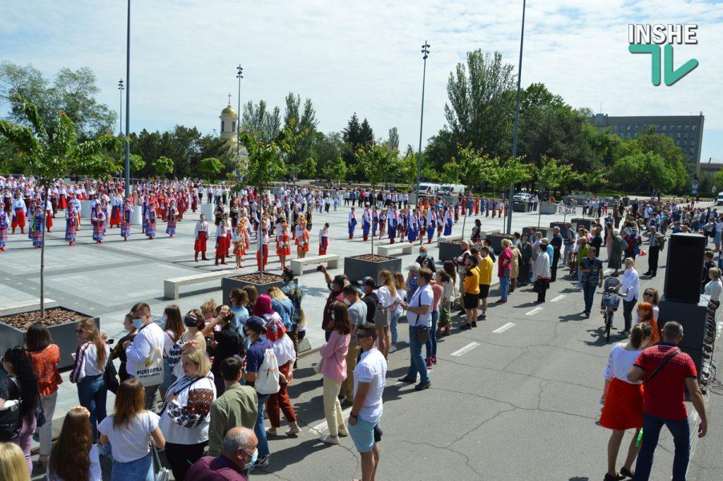 В Николаеве 100 хоров спели гимн Украины на Соборной площади (ВИДЕО и ФОТО) 37