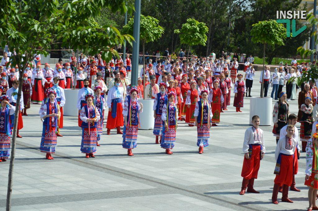 В Николаеве 100 хоров спели гимн Украины на Соборной площади (ВИДЕО и ФОТО) 39