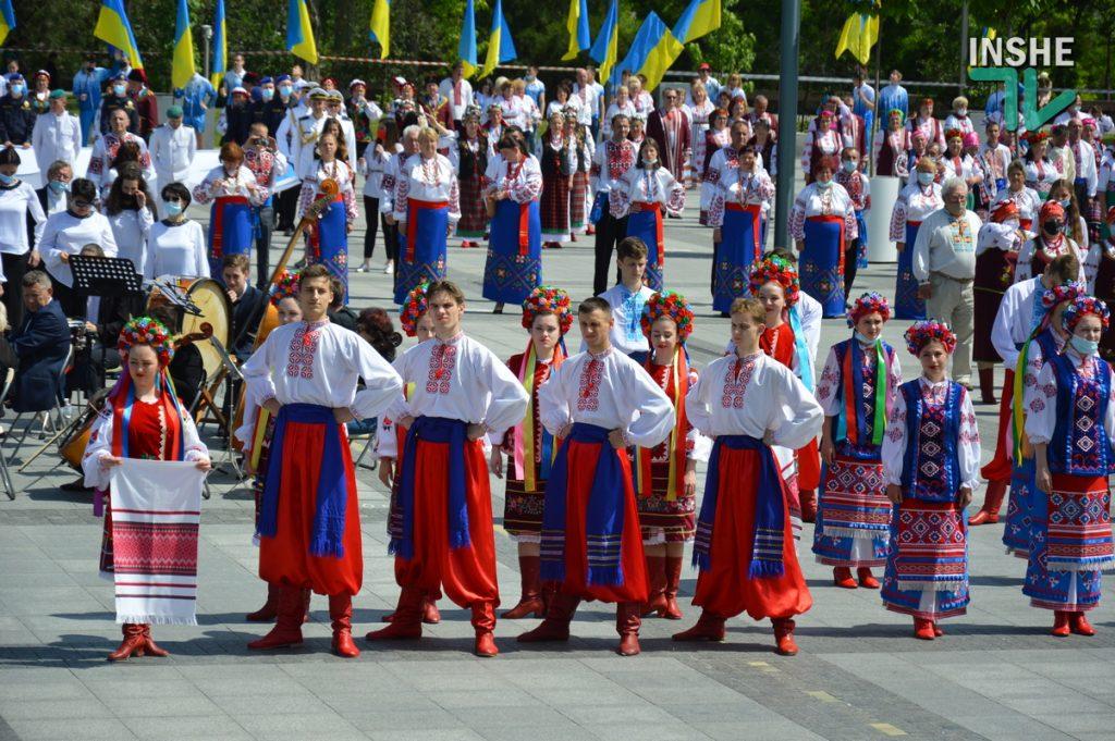 В Николаеве 100 хоров спели гимн Украины на Соборной площади (ВИДЕО и ФОТО) 41