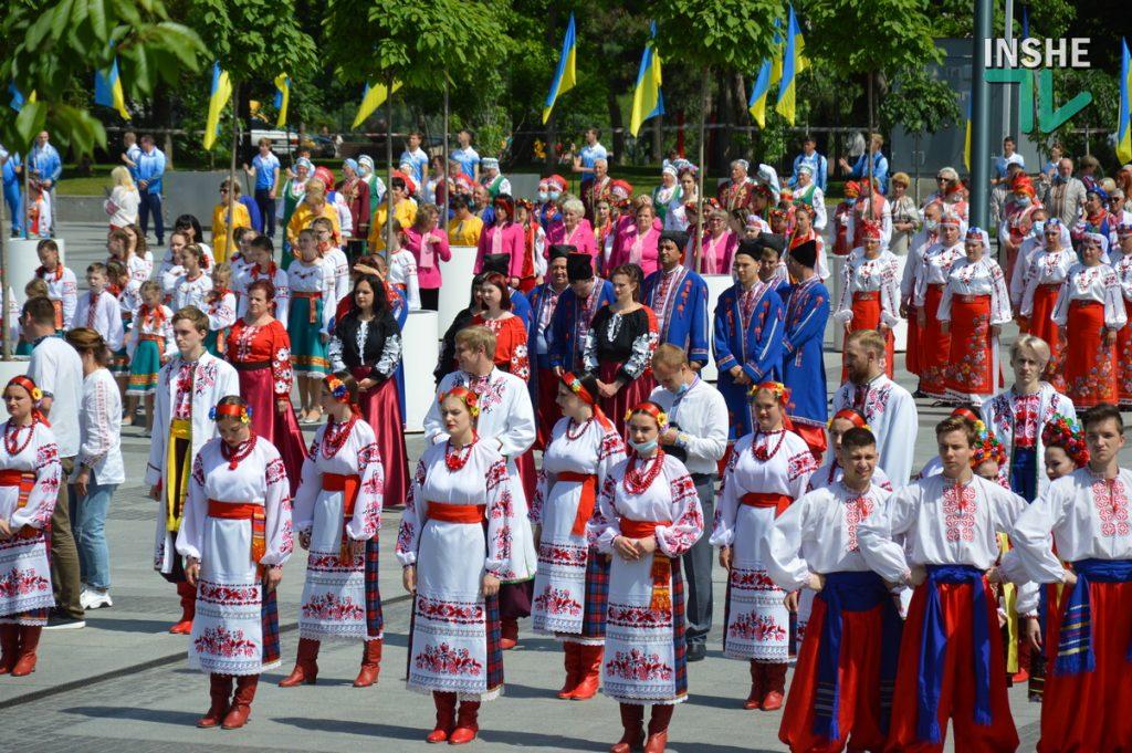 В Николаеве 100 хоров спели гимн Украины на Соборной площади (ВИДЕО и ФОТО) 43