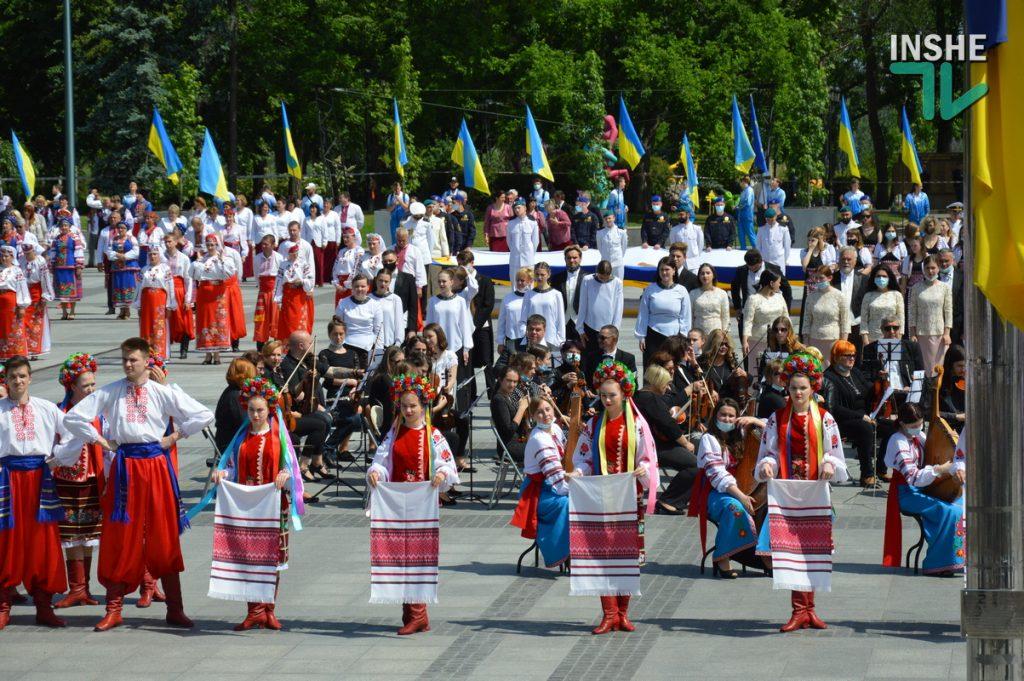 В Николаеве 100 хоров спели гимн Украины на Соборной площади (ВИДЕО и ФОТО) 45