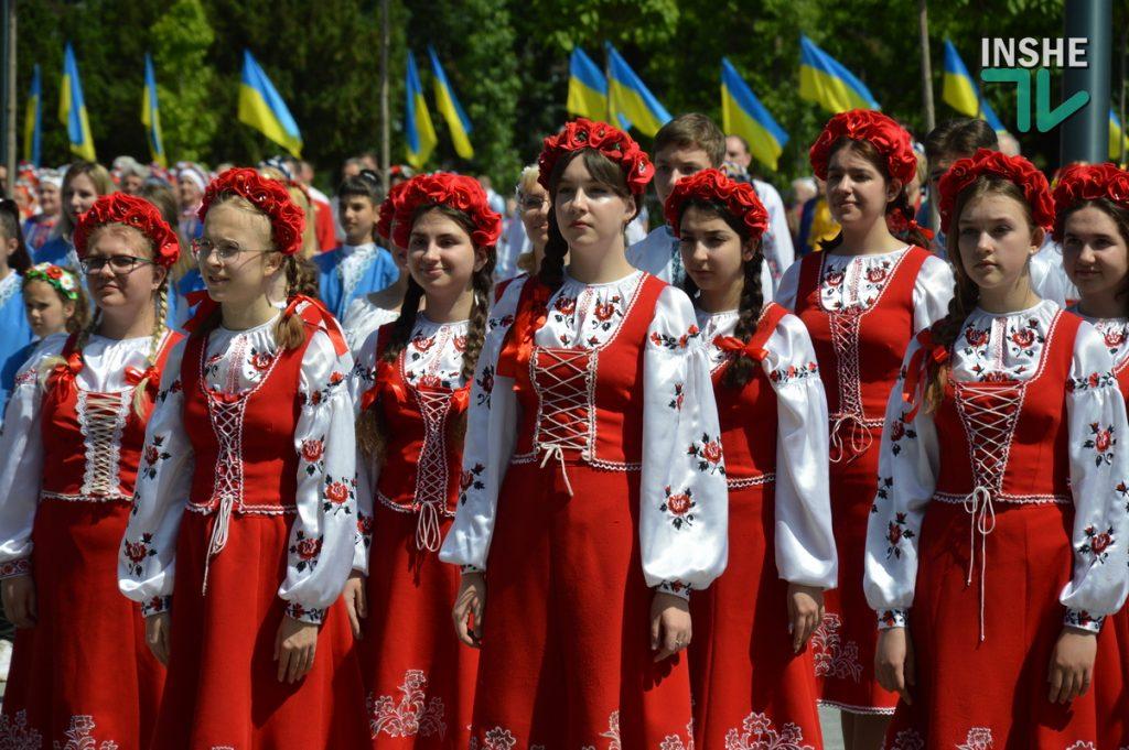 В Николаеве 100 хоров спели гимн Украины на Соборной площади (ВИДЕО и ФОТО) 49
