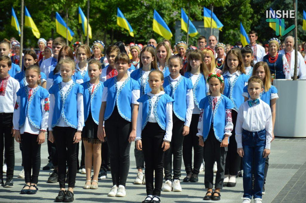 В Николаеве 100 хоров спели гимн Украины на Соборной площади (ВИДЕО и ФОТО) 51