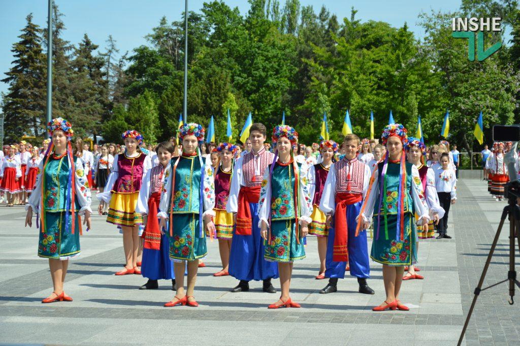 В Николаеве 100 хоров спели гимн Украины на Соборной площади (ВИДЕО и ФОТО) 53