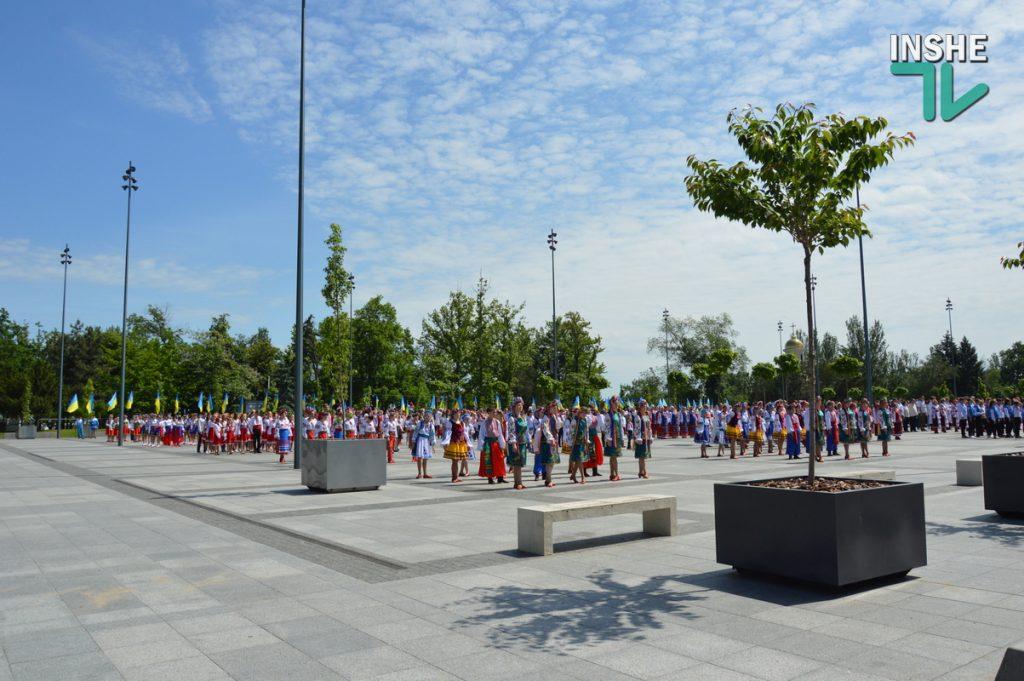 В Николаеве 100 хоров спели гимн Украины на Соборной площади (ВИДЕО и ФОТО) 55