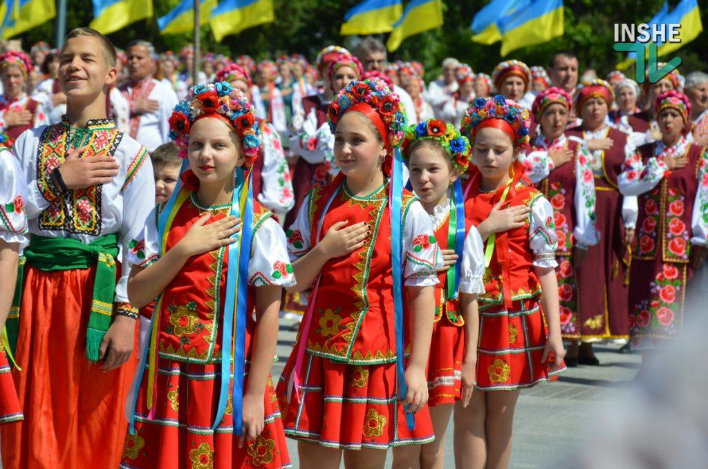 В Николаеве 100 хоров спели гимн Украины на Соборной площади (ВИДЕО и ФОТО) 57