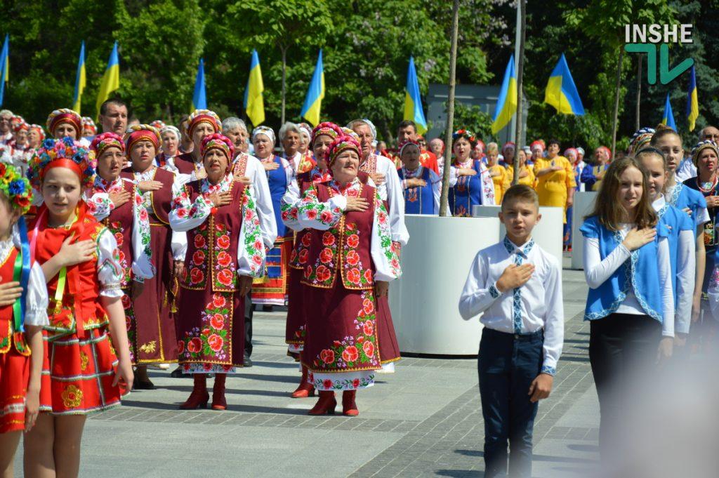 В Николаеве 100 хоров спели гимн Украины на Соборной площади (ВИДЕО и ФОТО) 59