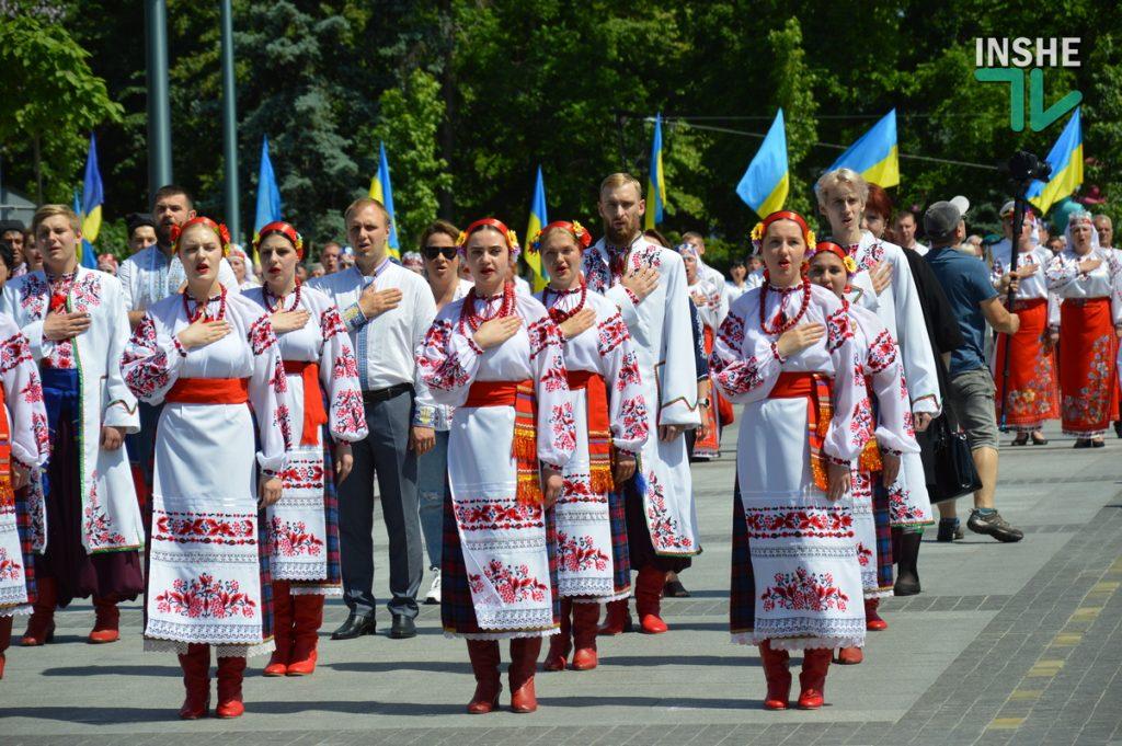 В Николаеве 100 хоров спели гимн Украины на Соборной площади (ВИДЕО и ФОТО) 63