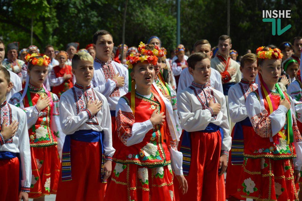 В Николаеве 100 хоров спели гимн Украины на Соборной площади (ВИДЕО и ФОТО) 65