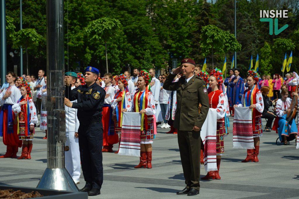 В Николаеве 100 хоров спели гимн Украины на Соборной площади (ВИДЕО и ФОТО) 67