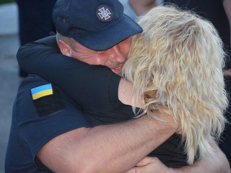 В Николаев вернулись спасатели, которые 2 месяца восстанавливали разрушенные войной дома на Донбассе (ФОТО, ВИДЕО)