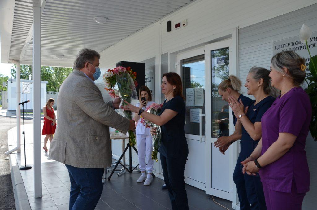 НГЗ поздравил с Днем медработника персонал построенной за средства завода «антиковидной» клиники (ФОТО) 3