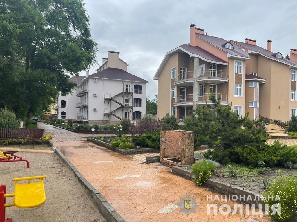 Под видом реконструкции базы отдыха в Коблево мошенники завладели $1,5 млн. (ФОТО) 1