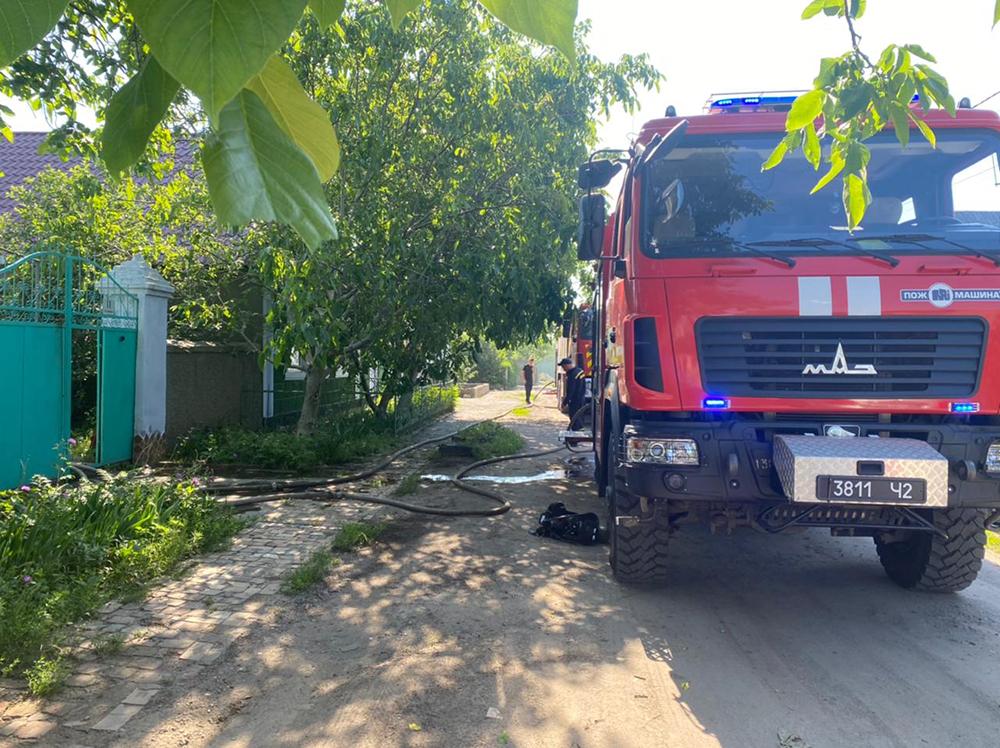 В Николаеве тушили жилой дом - причиной пожара стала неаккуратность (ФОТО) 1