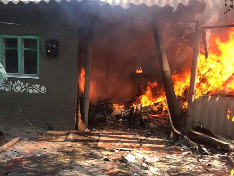 В Николаеве тушили жилой дом – причиной пожара стала неаккуратность (ФОТО)
