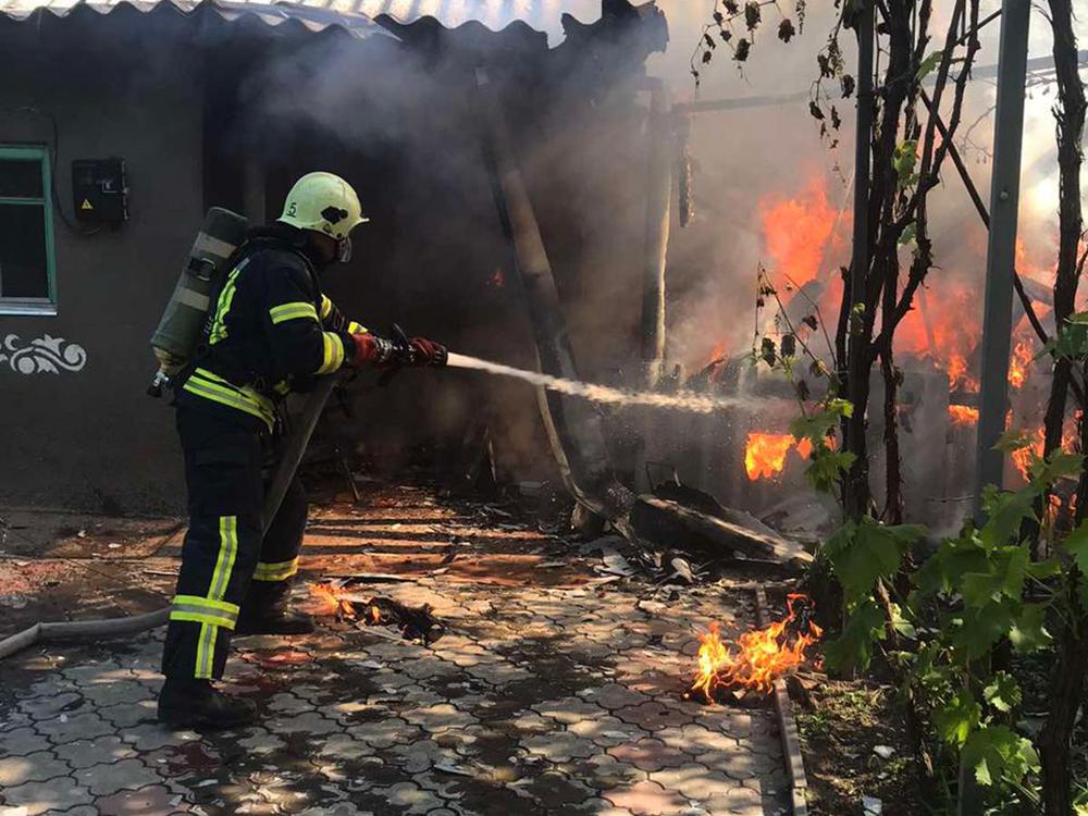 В Николаеве тушили жилой дом - причиной пожара стала неаккуратность (ФОТО) 3