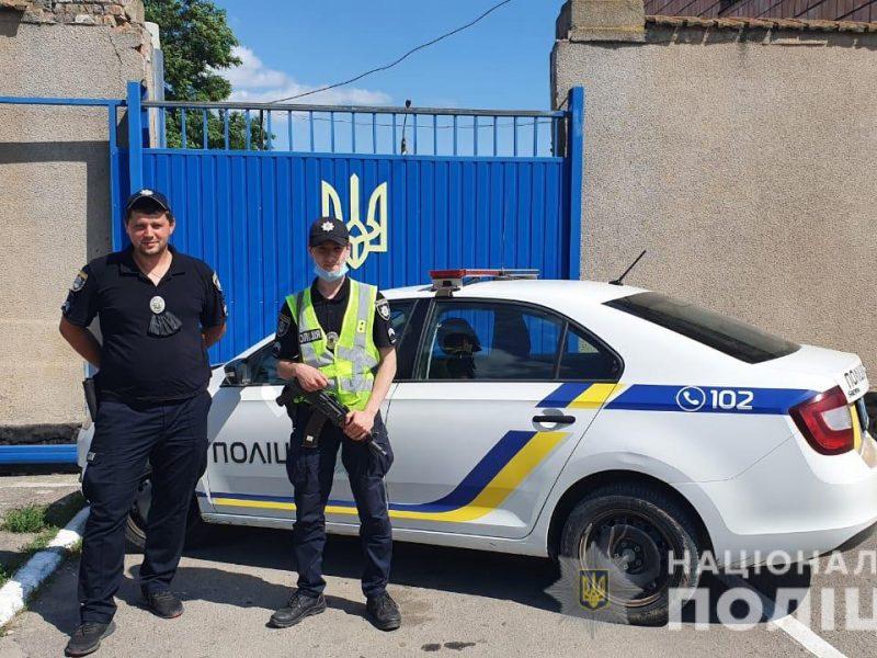 Через Варваровский мост. В Николаеве полиция помогла доставить из Весняного больную девочку (ВИДЕО)