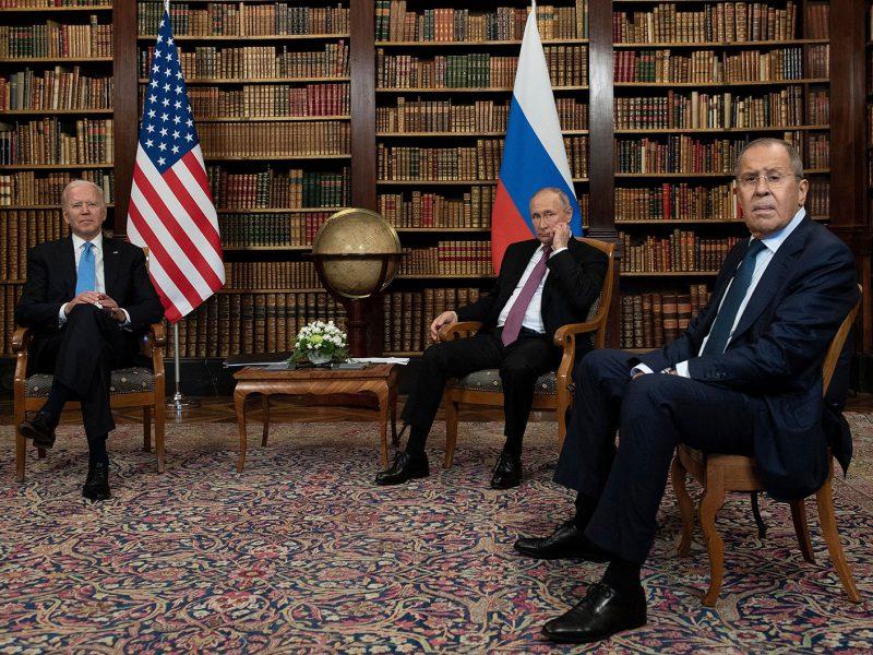 У Путина рассчитывают на давление США на Украину в вопросах Минска, у Зеленского во всем винят Порошенко