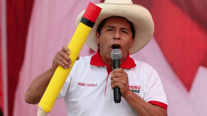 Бывший школьный учитель победил на выборах президента Перу