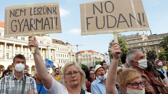 В Будапеште массовые протесты против строительства китайского университета