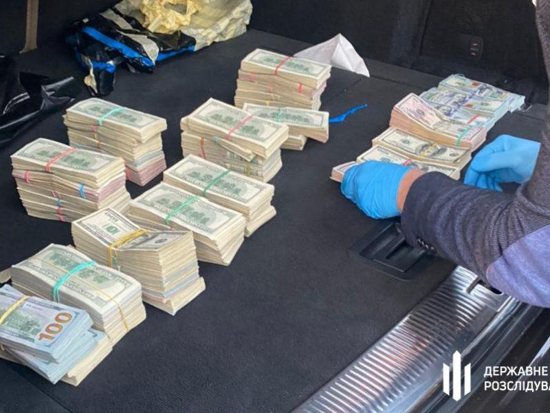 Был в списке СНБО, но вернулся на работу. В машине начальника таможенного поста обнаружили более $700 тысяч (ФОТО, ВИДЕО)