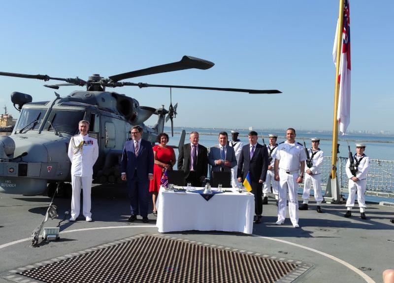 Строительство двух баз ВМС и реконструкция верфей: Украина и Великобритания подписали меморандум морского партнерства