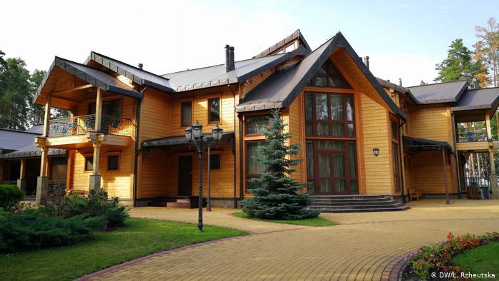 Резиденцию беглого Януковича отдали в управление частной компании