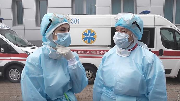 В Украине за сутки 835 заболевших COVID-19, умерло 70 больных