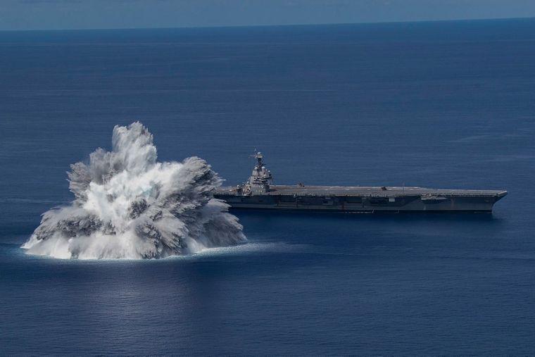 В Атлантике рядом с новым авианосцем США взорвали мощную бомбу – город на берегу накрыло землетрясение (ВИДЕО)