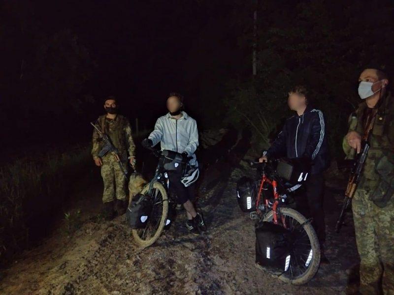 На границе с Польшей задержали двух немцев на велосипедах – они думали, что Украина уже в ЕС (ФОТО)