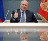 Путин подарил российские паспорта Наталии Орейро и ее сыну