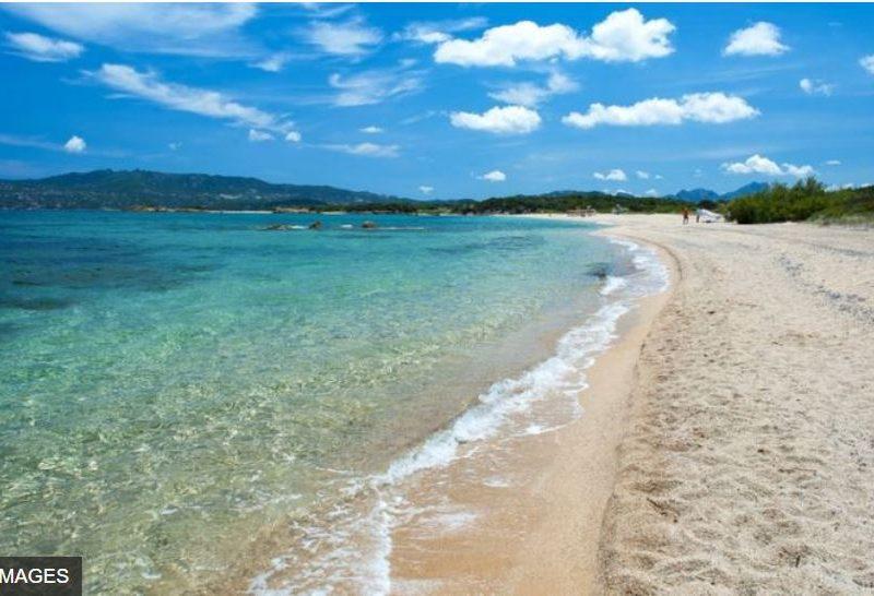 На Сардинии массово штрафуют туристов – за кражу песка с пляжа (ФОТО)