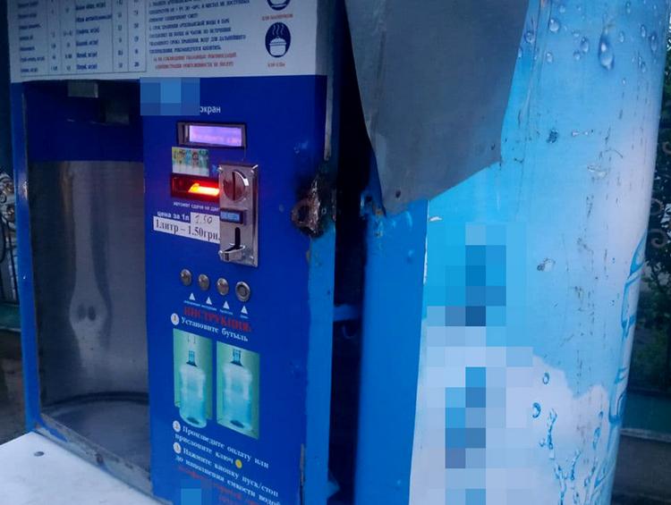 В Николаеве преступник ночью взломал автомат продажи питьевой воды, но соседи не спали (ФОТО)