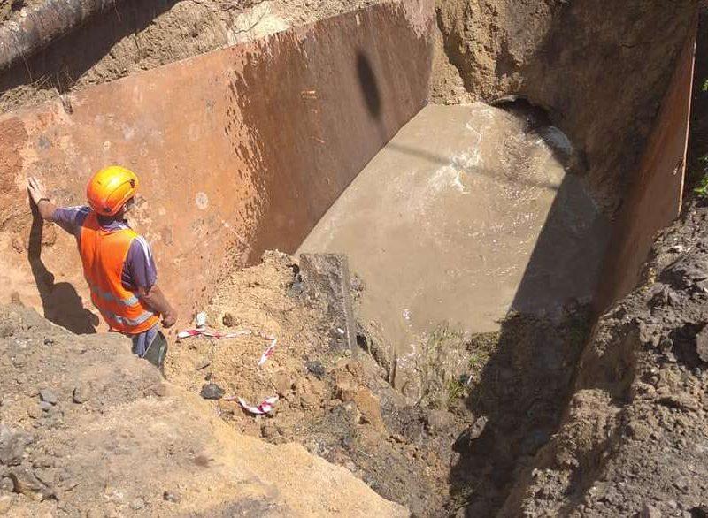 В Николаеве из-за ливней рухнул еще один канализационный коллектор – глубина разрытия 7 метров (ФОТО)