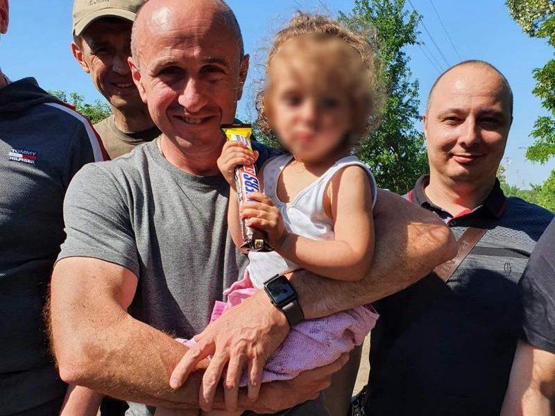 Отошла от дома на 5 км: как на Николаевщине искали и нашли двухлетнюю Олю Шевчук (ФОТО)