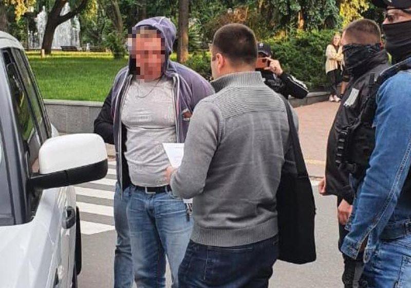 $160 тыс. за приватизацию гостиничного комплекса: на взятке задержан замгубернатора Черниговской области и посредник (ФОТО)