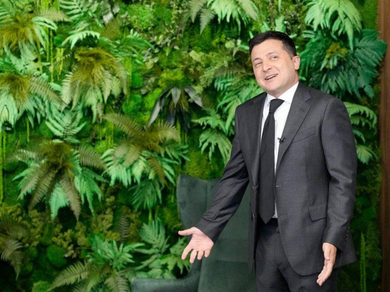 """В ОП возмутились из-за """"джунглей"""" у Зеленского: не в кабинете и не искусственные"""