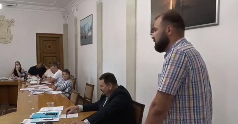 Говорили-балакали. Депутаты Николаевского горсовета так и не решили, что делать с самовольно построенным отелем на территории депо «Николаевэлектротранса»