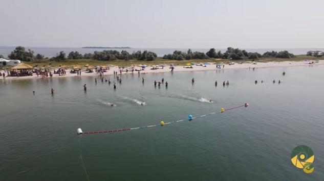 «Плавання Нескорених»: на Кинбурне прошли традиционные соревнования, посвященные памяти погибших очаковских «морских котиков» (ВИДЕО)