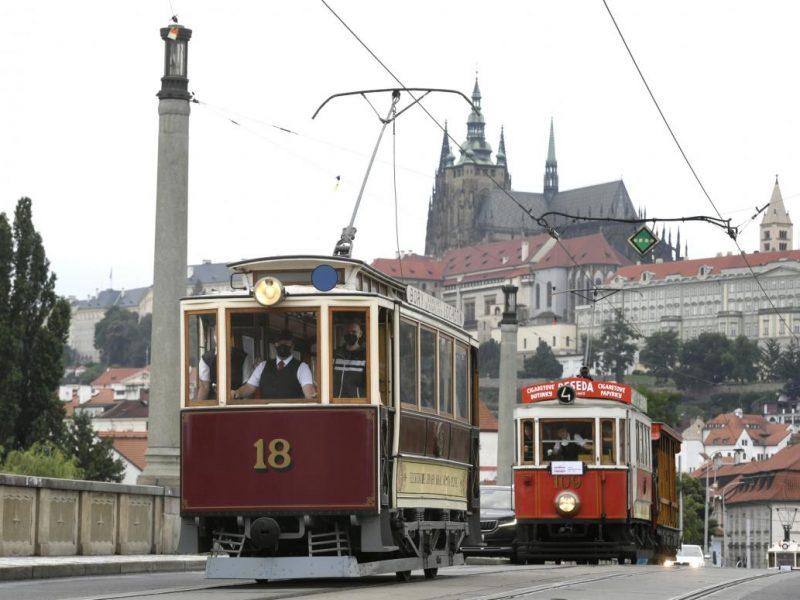 В Праге прошел парад старинных трамваев (ФОТО)