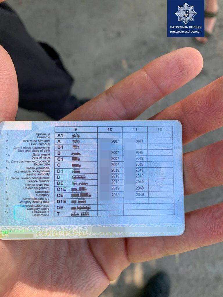 В Николаеве патрульные поймали одесского водителя с поддельными правами (ФОТО) 1