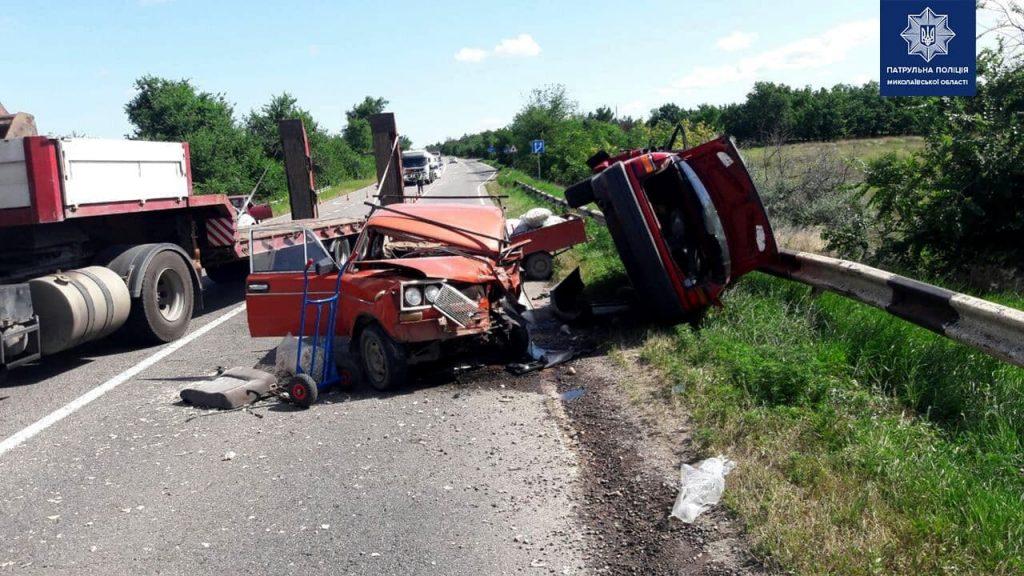 Возле Красного «встретились» ВАЗ и Volkswagen: двое пострадавших, один из которых умер в больнице, движение на трассе «Николаев-Одесса» затруднено (ОБНОВЛЕНО, ФОТО) 1