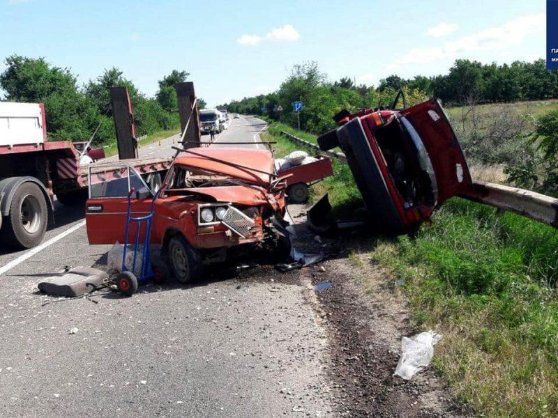 Возле Красного «встретились» ВАЗ и Volkswagen: двое пострадавших, один из которых умер в больнице, движение на трассе «Николаев-Одесса» затруднено (ОБНОВЛЕНО, ФОТО)