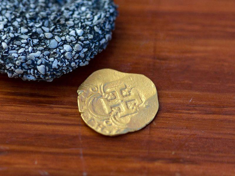 У берегов Флориды впервые за 20 лет нашли золотую монету с затонувших 4 столетия назад испанских галеонов – ее стоимость оценили в $98 тыс.